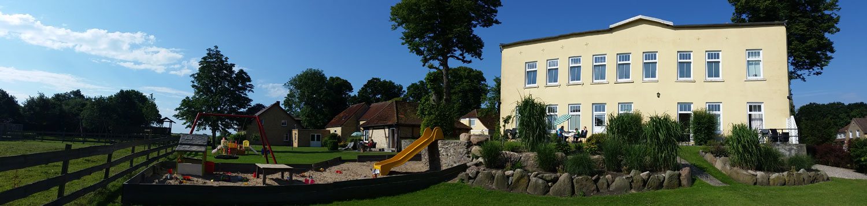 Panorama-Rueckseite-Herrenhaus